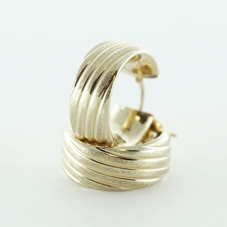 <b>Ribbon Hoops</b><br> reg.RT: $595/ Special: $297<br> 14K Yellow Gold