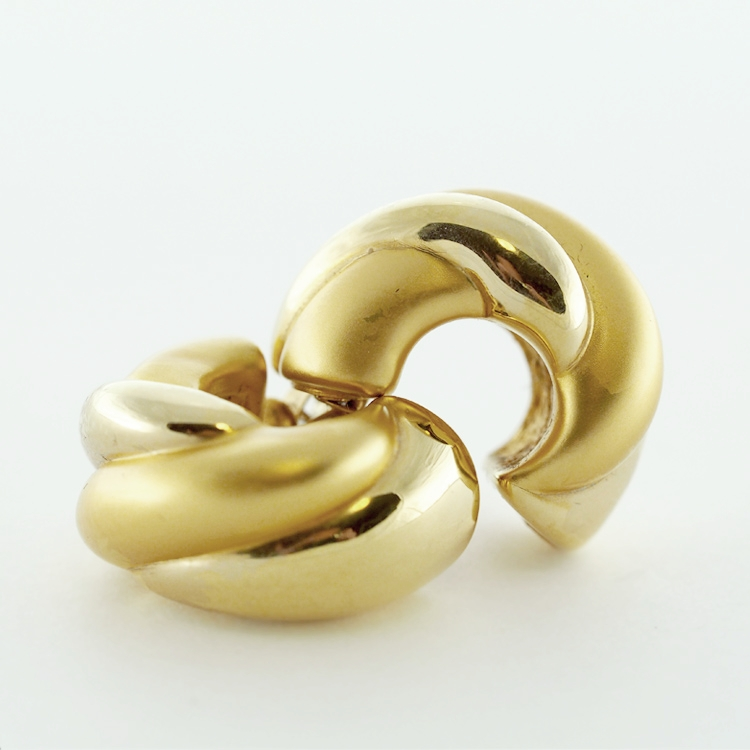 <b>Exquisite Hoops</b><br> reg.RT: $830/ Special: $450<br> 18K Yellow Gold