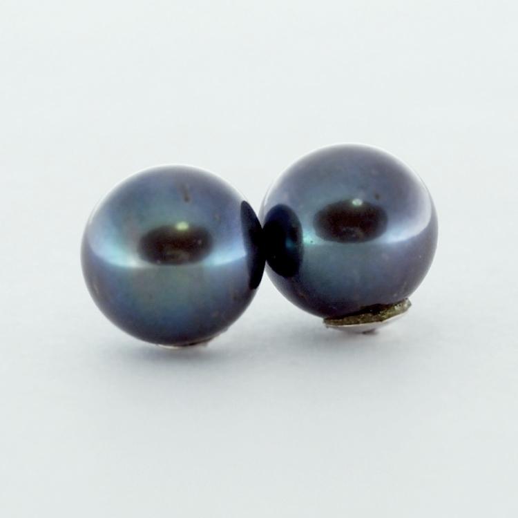 <b>Black-Blue Pearls</b><br>$480<br>Fresh Water Pearls,<Br>10-10.5mm, <br>14K White Gold