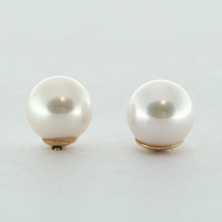 <b>White Pearls</b><br>$155<br>Fresh Water Pearls,<br>6.5-7mm, <br>14K Yellow Gold