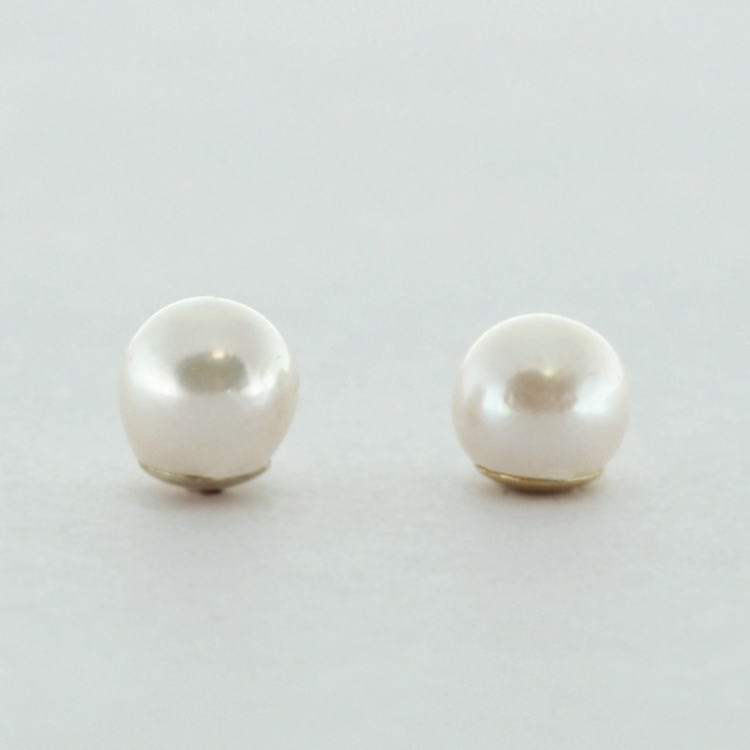 <b>White Pearls</b><br>$65<br>Fresh Water Pearls,<br>5-5.5mm, <br> 14K Yellow Gold