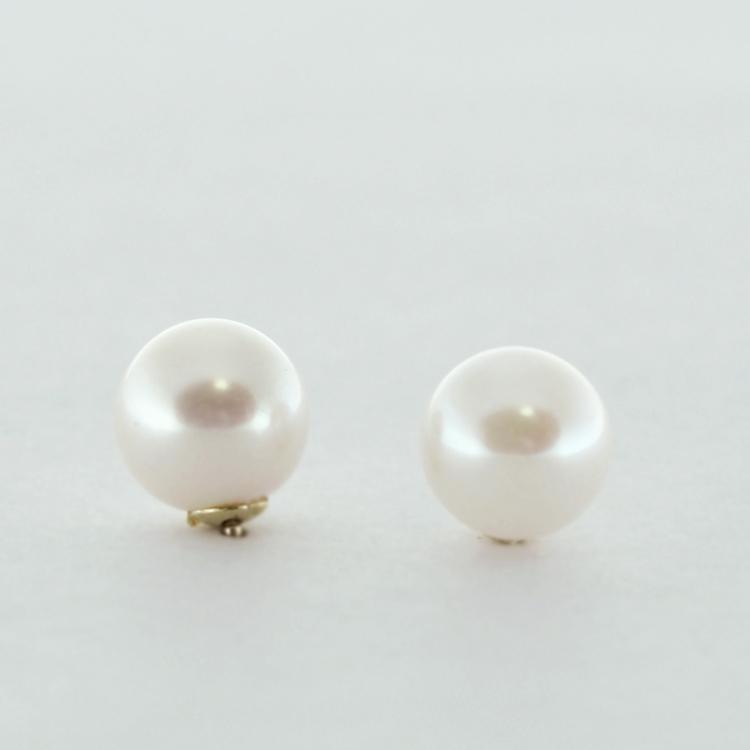 <b>Akoya Pearls</b><br>$288<br>Chinese Akoya<br>Pearls, 7-7.5mm, <br>14K Yellow Gold
