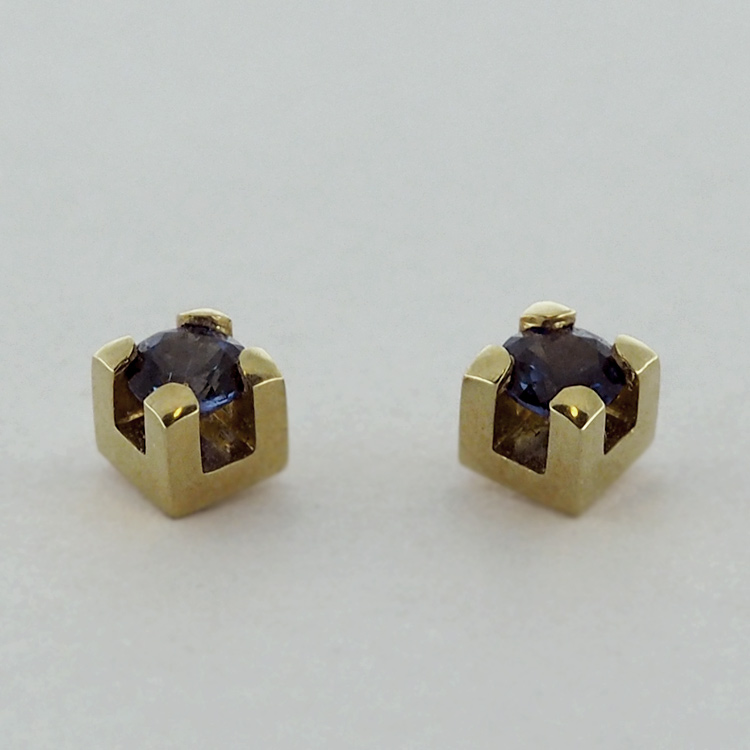 <b>Sapphire Studs</b><Br>reg.RT: $750/ LT-Special: $600<br>  18K Yellow Gold,<br> 2 Blue Sapphires,<br> TW: 0.46 ct