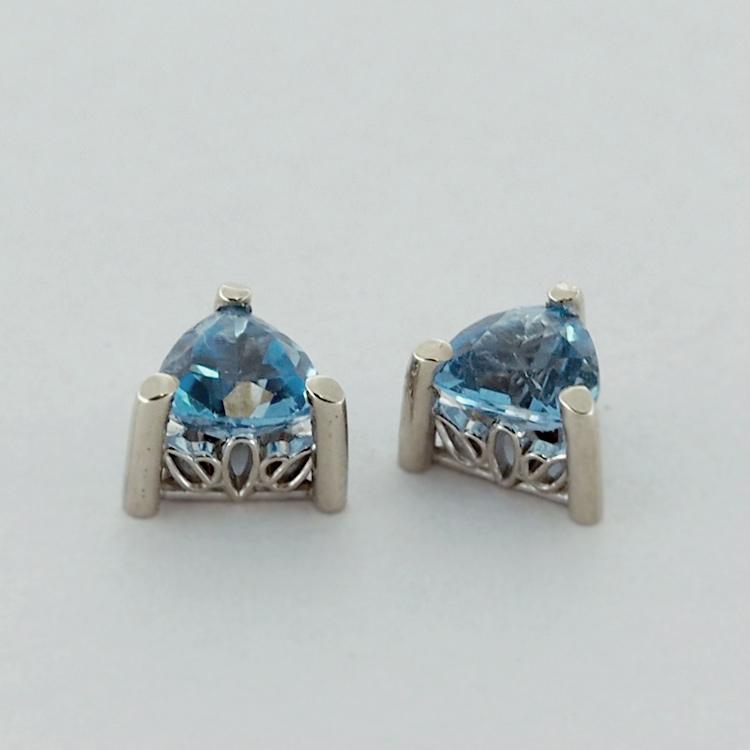<b>Blue Topaz</b><br>$235<br>14k White Gold, <br> 5mm