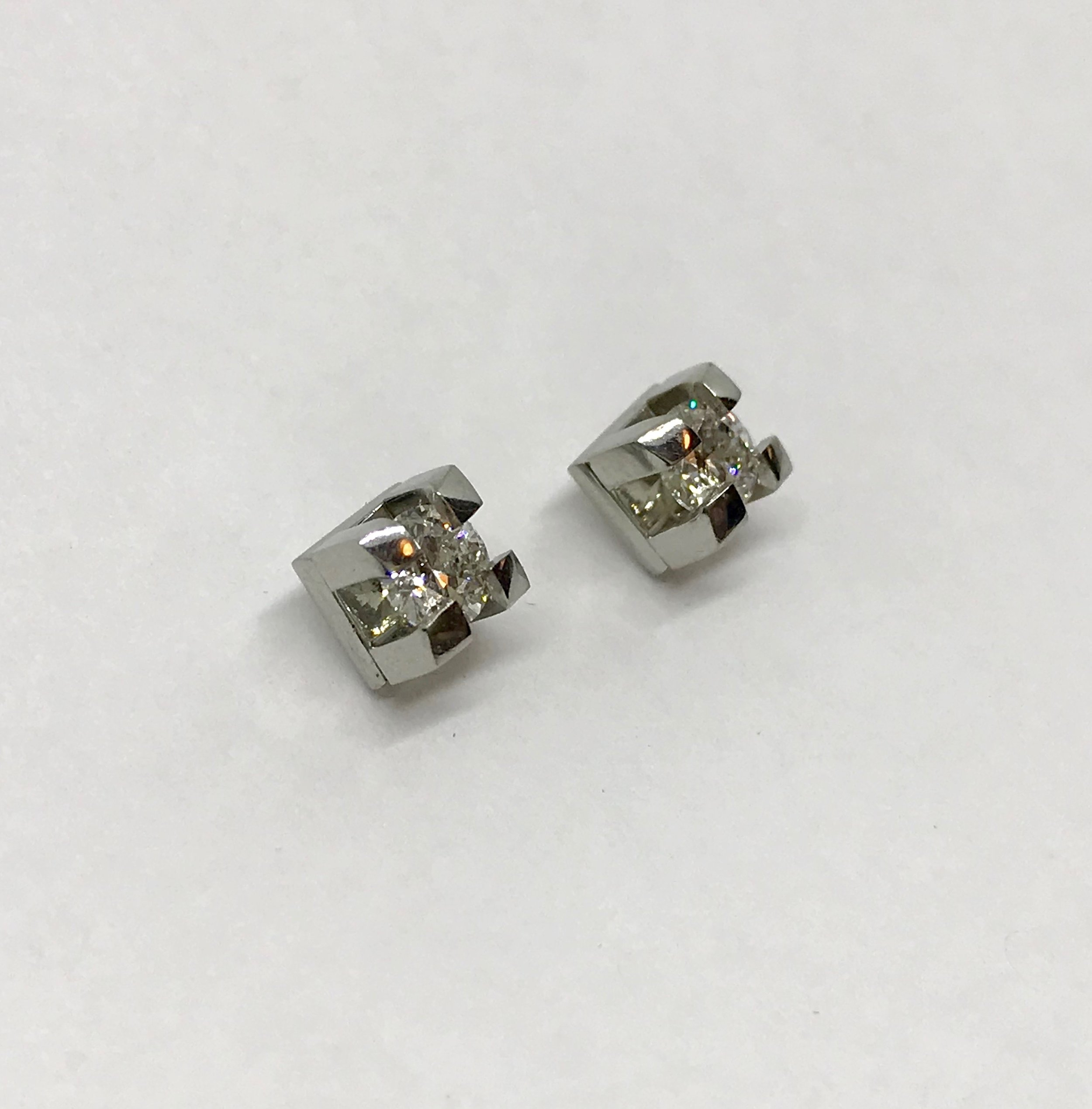 <b>Diamond Ear Studs</b><Br>SOLD<br>19K White Gold, <br> G/H-Si2, TW: 0.60 ct