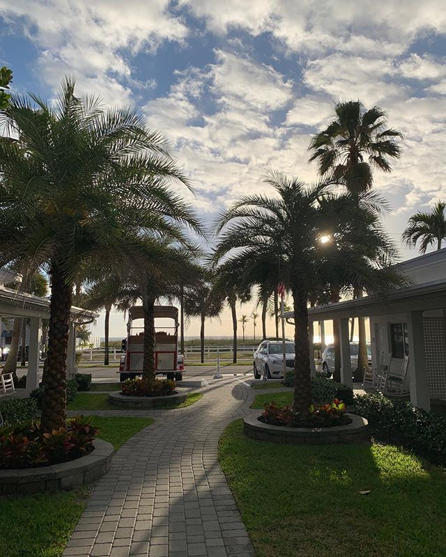 Easy like Sunday Morning 🌅☀️🌴 #bvr #sunrise #thebeachsidevillageresort #florida #ocean #capecod #courtyard #resortlife #sundaze