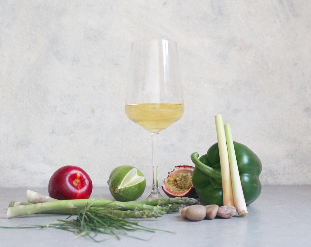 Key flavours: Lime, Lemongrass, Green pepper, Passionfruit, Grass, Stone, Mineral, Aspargus, Nectarine
