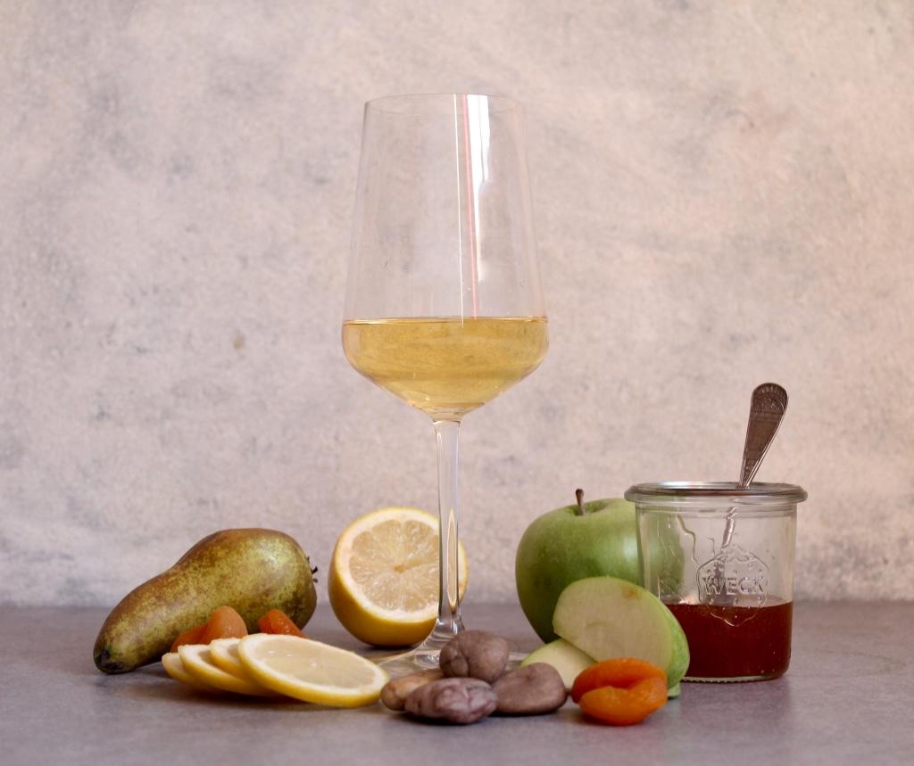 Key flavours: Pear, Apricot, Lemon, Green Apple, Wet Stone, Honey