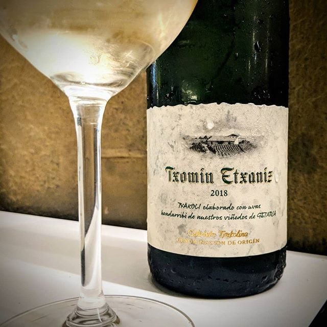 Txakoli is a super cool and interesting style of white wine with incredibly high crisp and refreshing acidity. It is the PERFECT accompaniment to oily fish like anchovies or more richer wild mushroom dishes #yum 😍🍄🥚🍷🇪🇸 #everyglassmatters 😘❤️ . . . . . . . . . . . #wine #wino #winery #vino #wines #vineyard #bottle #bottleshot #drinks #drinking #food #foodie #foodandwine #wineandfood #learn #wow #learnaboutwine #instagood #instawine #instafood #love #spain #sansebastian #rioja #love #travel #whitewine #txakoli #basquecountry