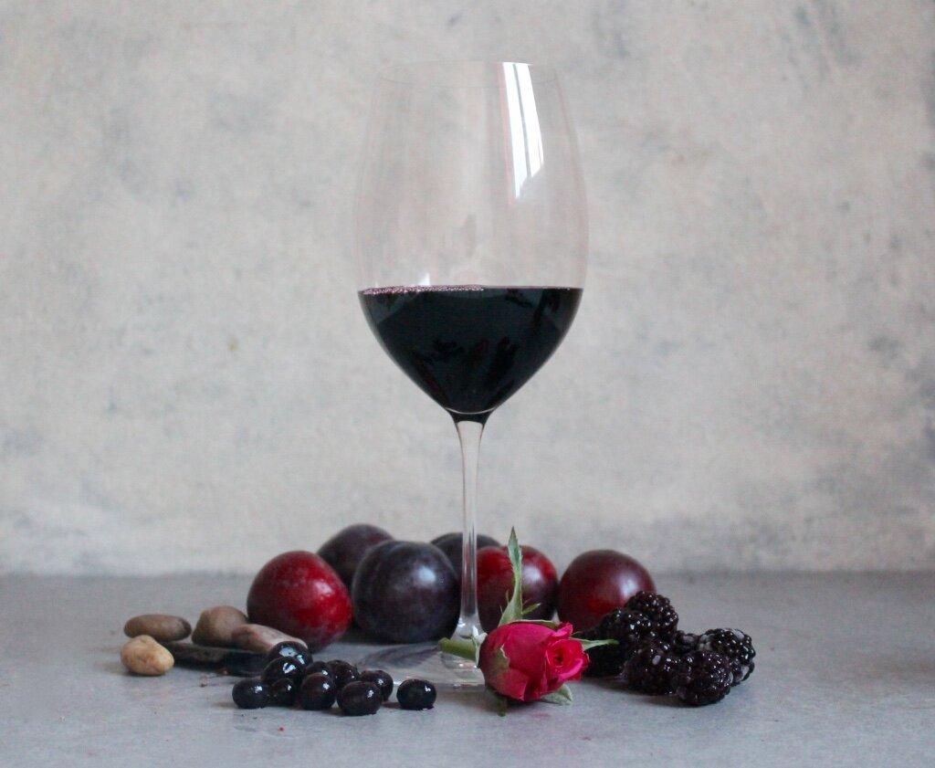 Key Flavours; Plum, Blackcurrant, Blackberries, Rose, Wet Stones.
