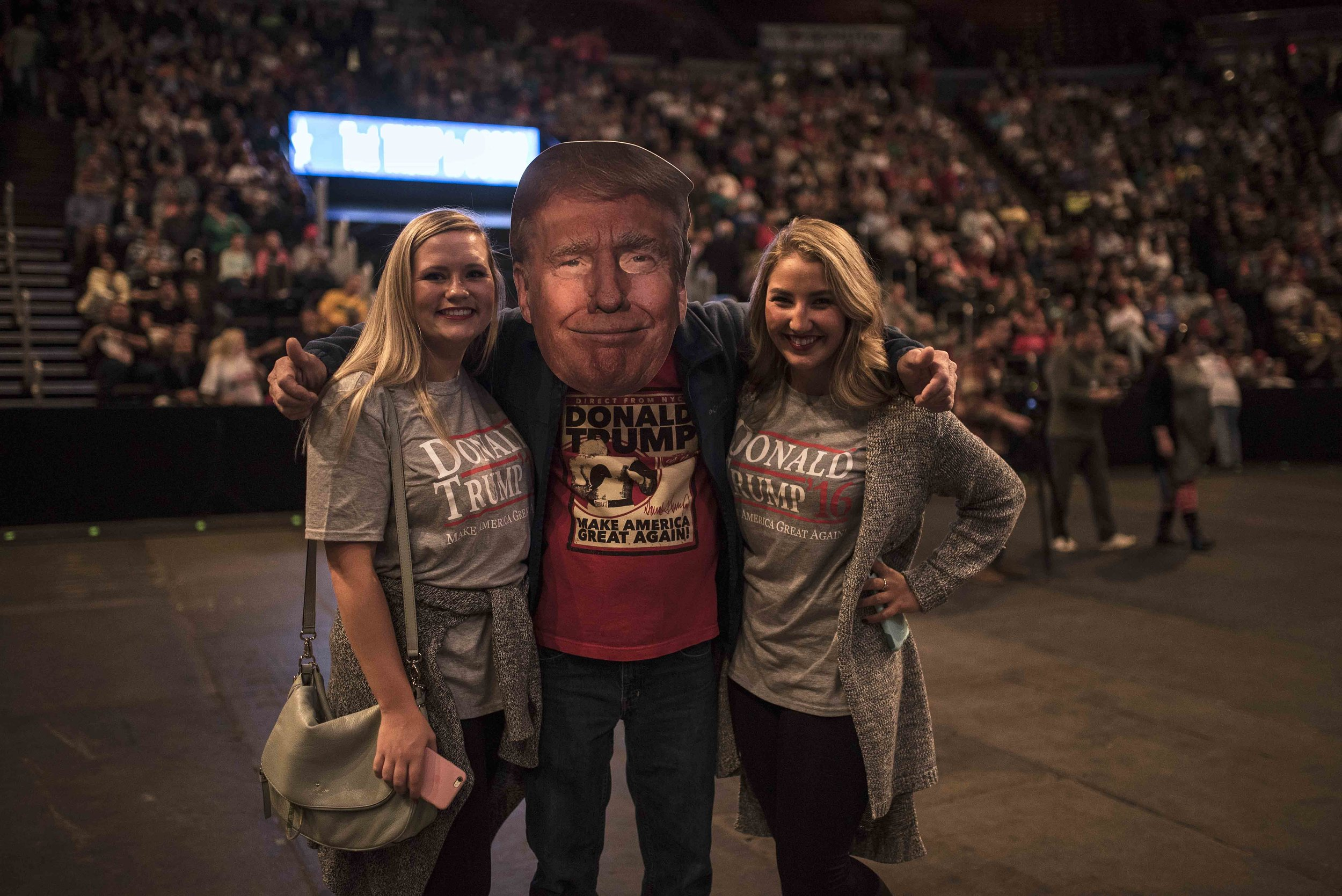 trump rallye big trump head.jpg