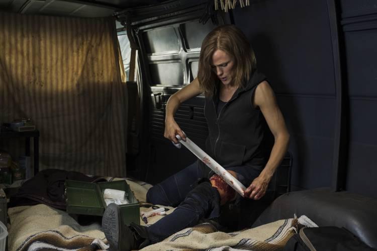 Jennifer Garner relaxes between takes