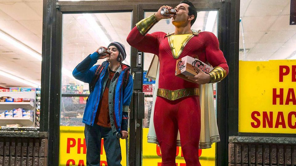 https---blogs-images.forbes.com-scottmendelson-files-2018-07-Shazam-movie-official-costume-image-cropped-1200x674.jpg