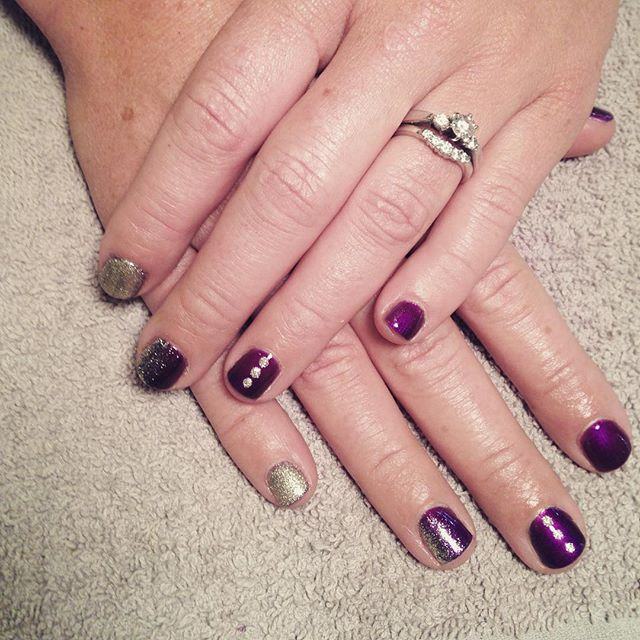 Nail Art, Goth Nails, Dark Nails, Vamp, Mani, Vamp Mani, Gel Nails, Purple Nails, Dots,