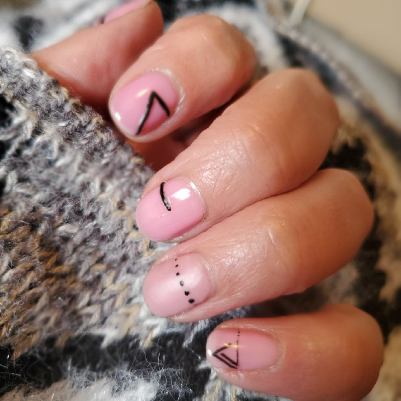 Nail Art, Pastel, Pink, Pink and Black, Hand drawn, Striping, Graphic Nail Art, Graphic Nails, Nail Art, Perfect Manicure, Dazzle Dry
