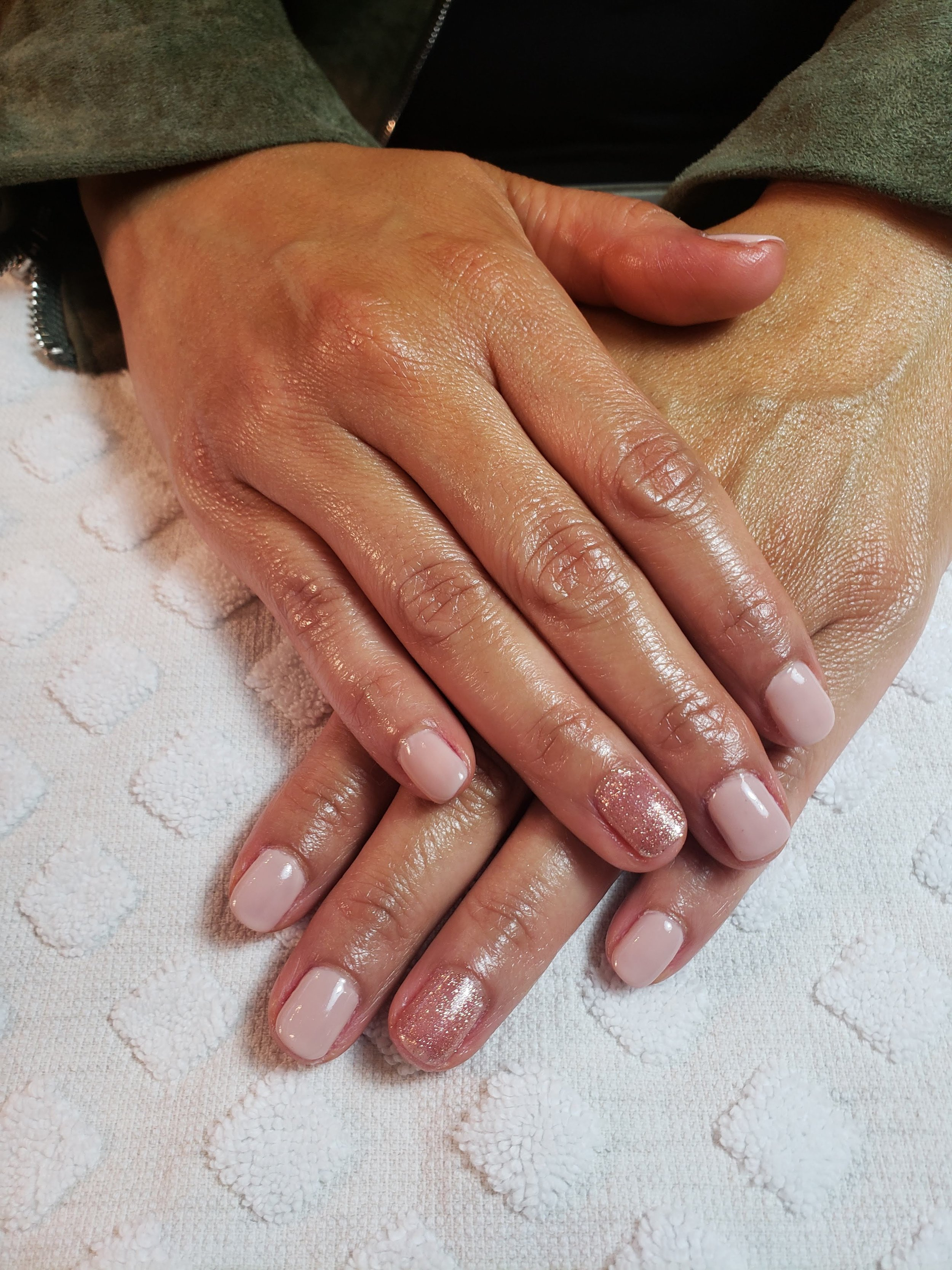 Glitter Nails, Accent Nail, Gel Mani, Best in Bend, BioSculpture Gel, Shellac, Bridal, Modern,