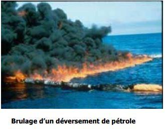 Brulage d'un déversement de pétrole