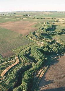 Tampon riverain. Source:  https://en.wikipedia.org/wiki/Riparian_buffer