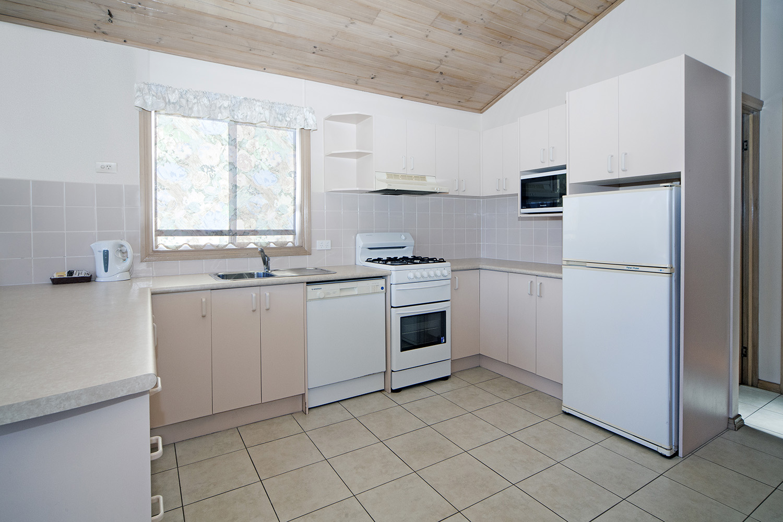 Lagoonfront 1 kitchen.jpg