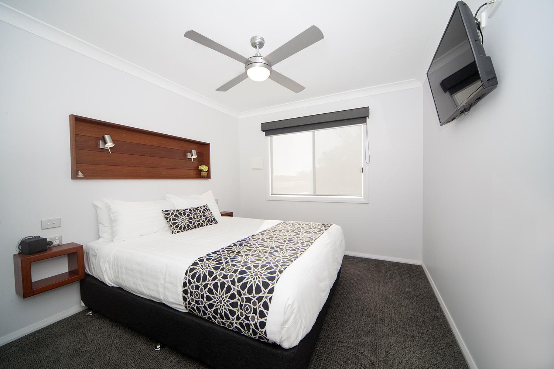 Headland East, Chalet 14 bedroom 1.jpg