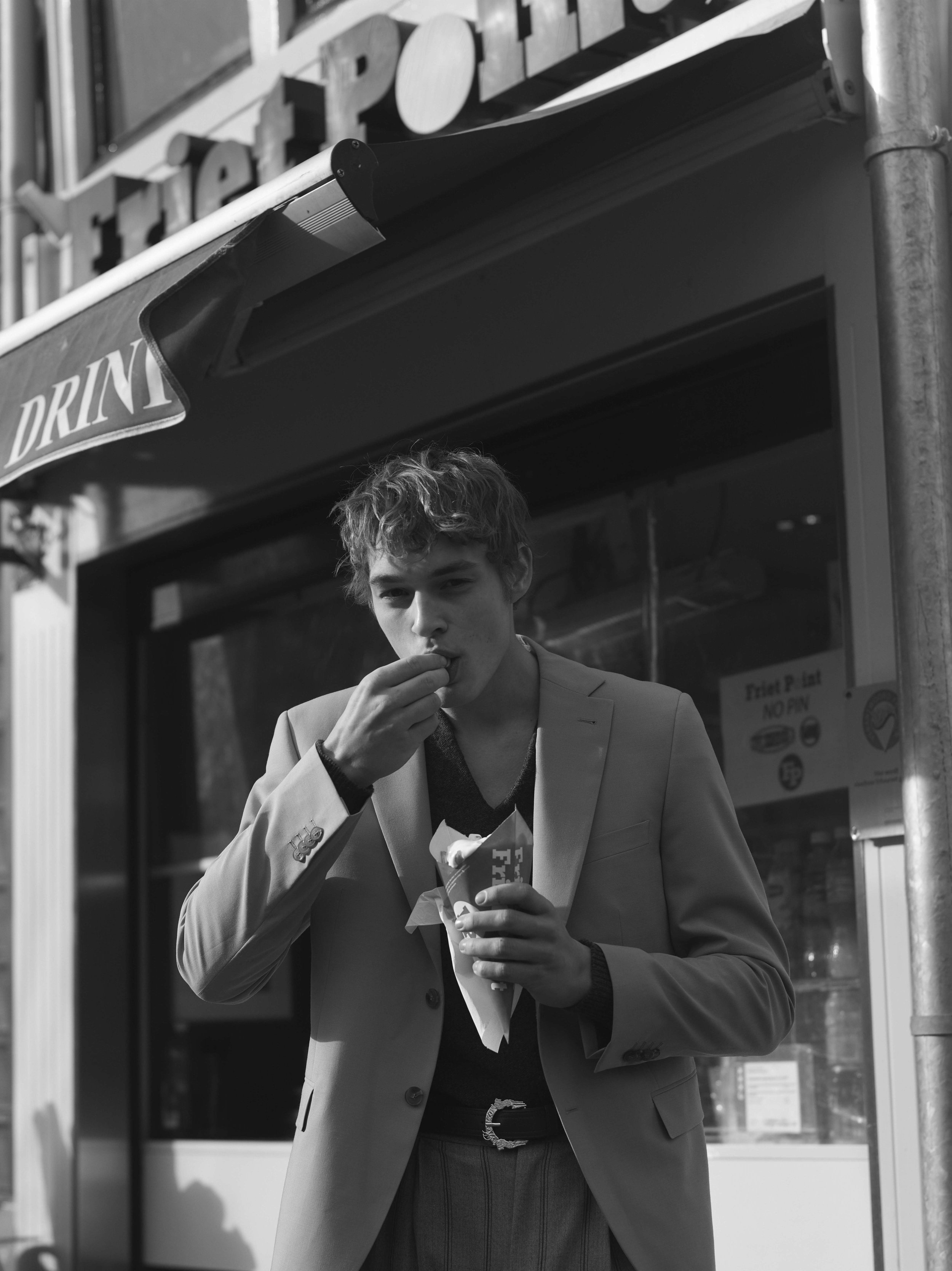 MAN ABOUT TOWN SS18 ISSUE AMSTERDAM62586 1.jpg