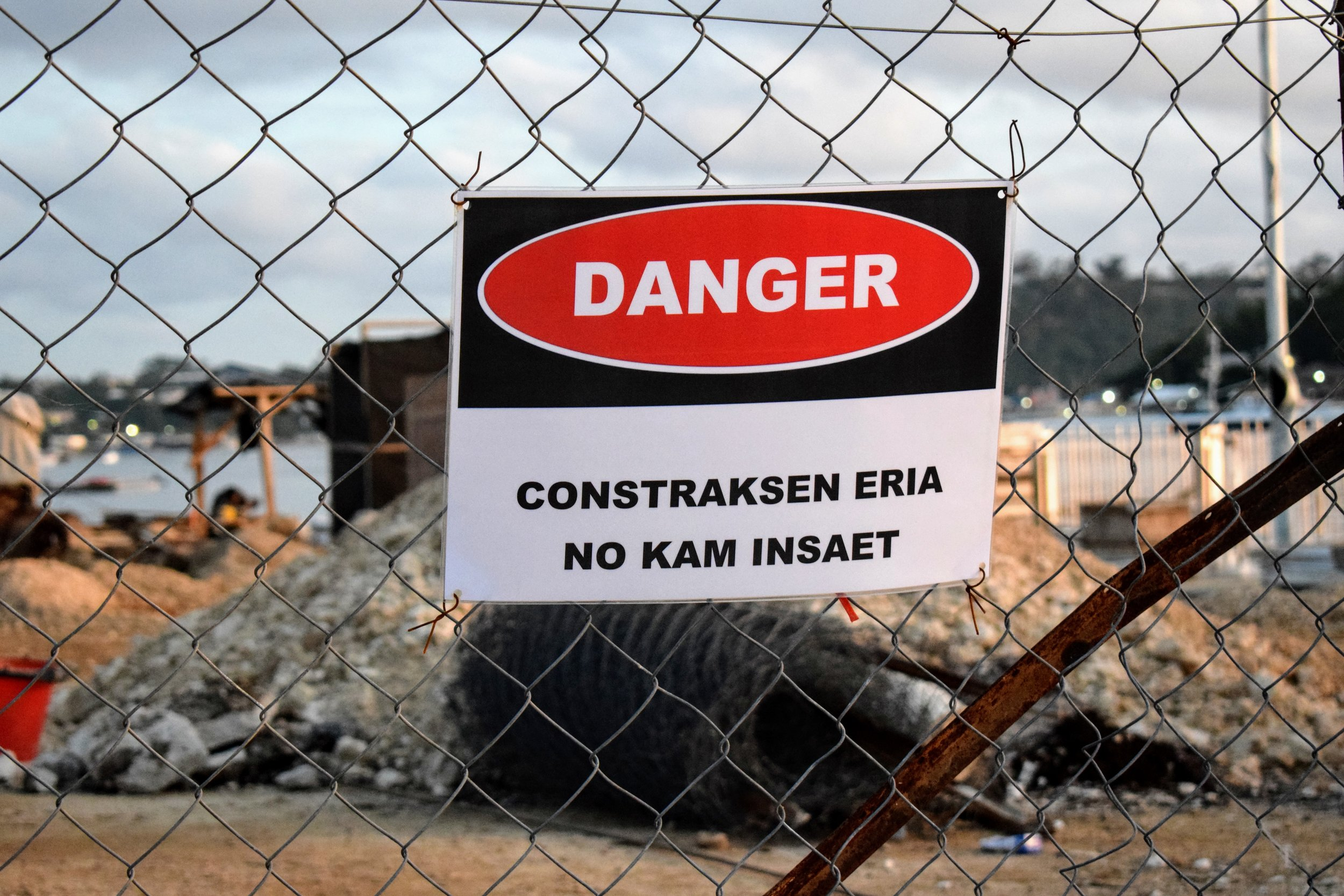 I LOVE this phonetic spelling of construction.