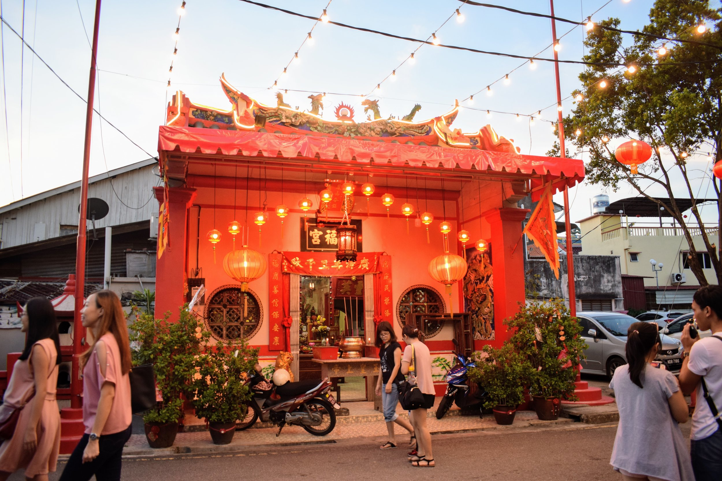 Xiang Lin Si Buddhist temple in the early evening.