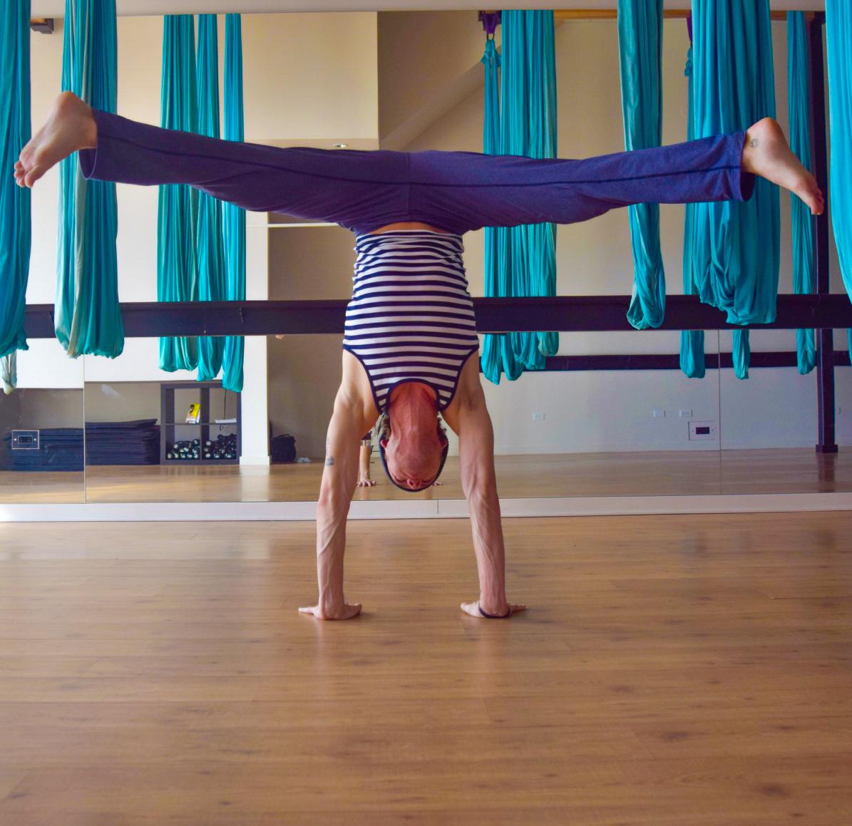 Handstand square_edited.jpg