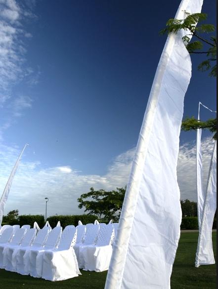 4m White Flags
