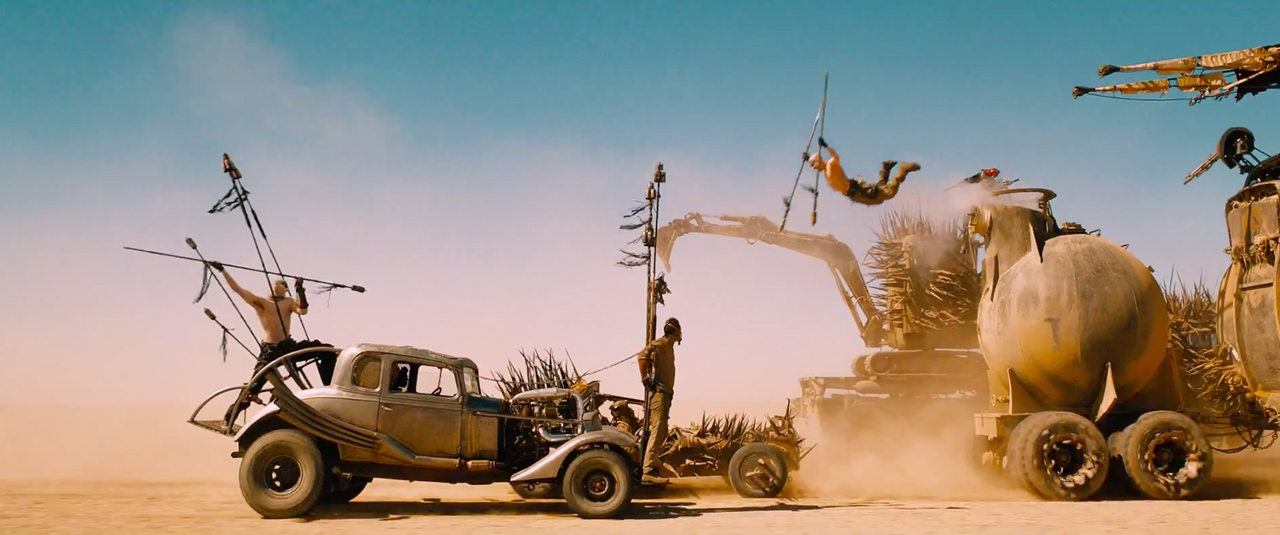 Mad-Max--Fury-Road-First-Look-Comic-Con-Trailer-still-6