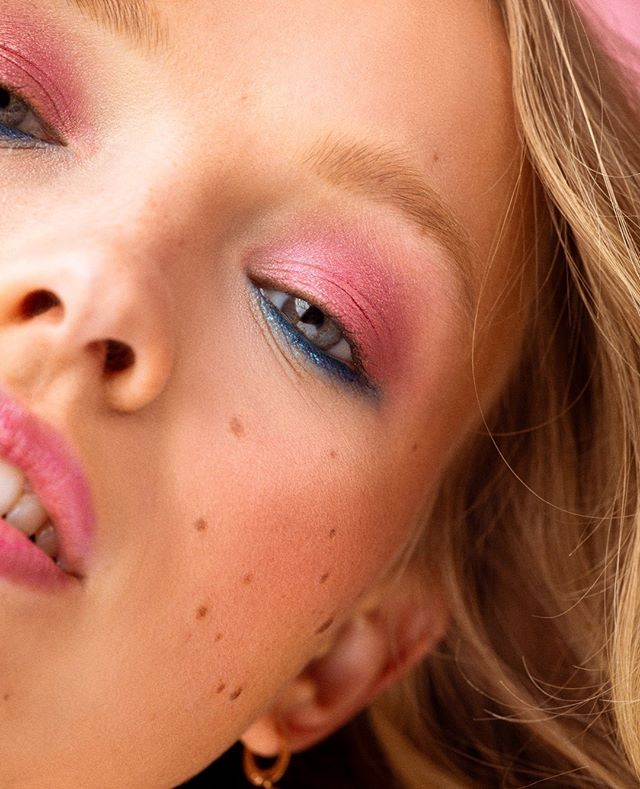 It's not ALL sunshine and rainbows... But a good bit of it is 🌈☀️ . Photography: @jescashoots Model: @kattyukhanova HMUA: @makeupbysvh w/ @troveagency . . . #hairandmakeup #beauty #hairandmakeupaddiction #beautyblog #beautymakeup #beautyphotographer #beautyphotography #skincare #makeupaddict #cleanbeauty #promua #glamsquad #losangelesbeauty #laphotographer #lamodels #lamua #losangelesphotographer #LA #losangeles #LAlife #LaLaLand #California #rainbows #fierce #flawlessmakeup #beautylighting #creamyskin #portraitphotographer #discoball #beautydish