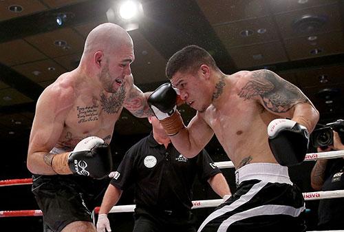 Robert Berridge vs Sefo Falekaono super 8 boxing