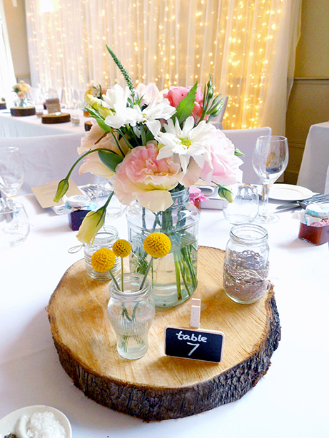 rustic-jar-flowers-wedding-auckland-table.jpg