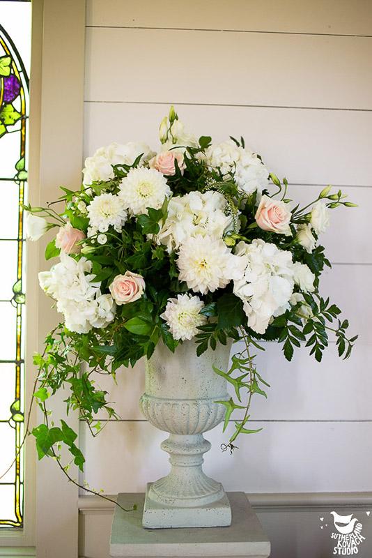 abbeville-cream-wedding-ceremony-arrangements-auckland-flowers.jpg