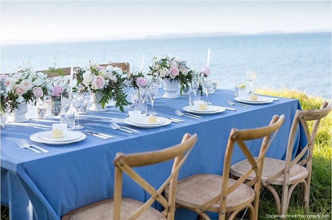 wedding-table-pink-blue-beach-flowers-centrepiece-auckland