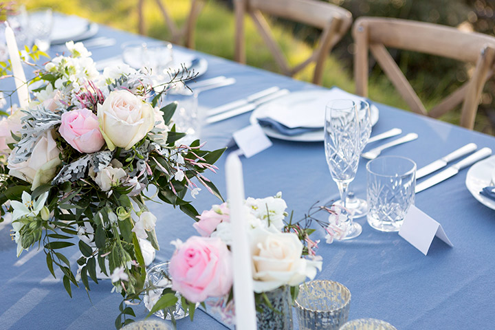 wedding-table-pink-blue-flowers-centrepiece-auckland.jpg