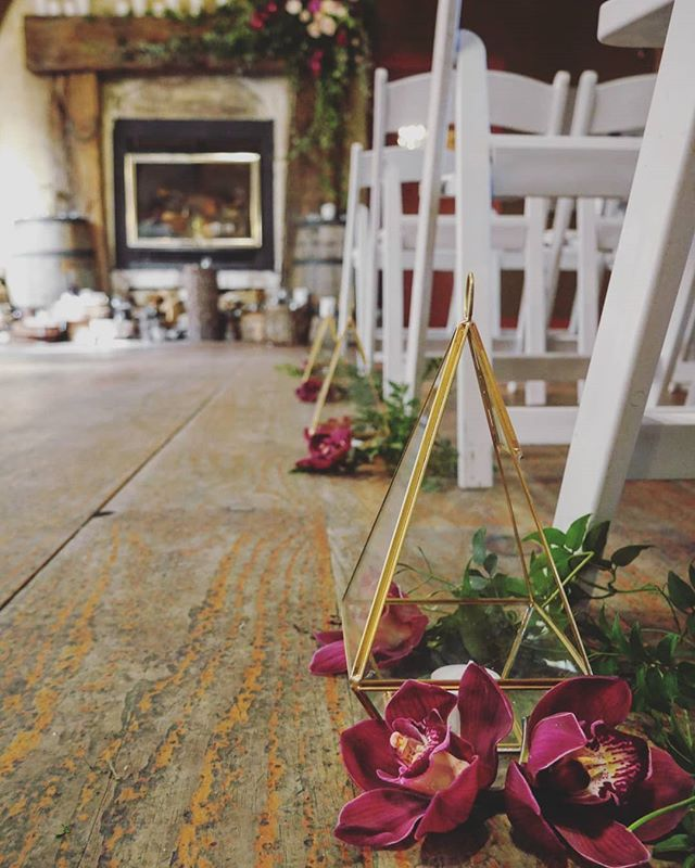 Aisle details; brass lanterns with orchids and jasmine. Creating the perfect romantic winter wedding vibe. #kumeuvalleyestate #winterwedding #weddingaisle @kumeuvalleyestate