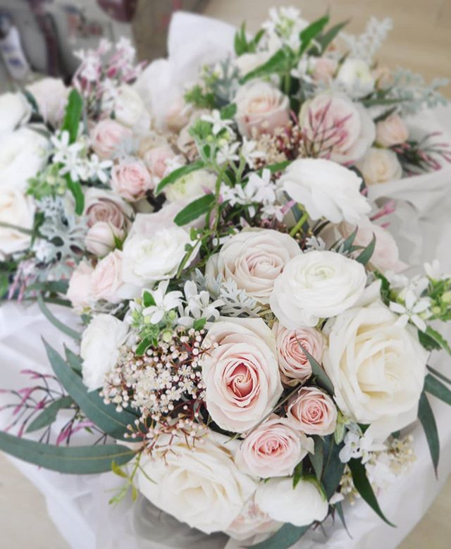 Blushing winter blooms for our sweet client - ranunculus, roses, jasmine, tweedia ❤️😍 #winterwedding #blushwedding