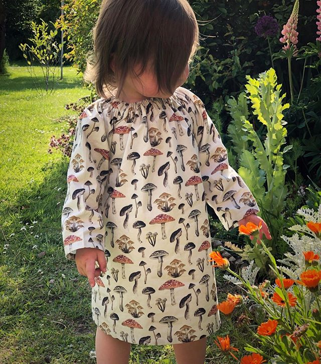 I'm loving this cute little dress from @doc__cotton with my mushroom print on! It's going to be perfect for the changing season as it's cool enough on its own for the summer months but will look great later on matched with autumn jumpers and tights! You can find this and other clothing by following the link in my bio to 'Hedgerow Garments'. Also have your say in my stories today or leave a comment as I'd love to know if there are any other garments you'd like to see! #naturefashion #childrenswear #handmadefashion #organiccotton #ethicalfashion #madeinengland #madeinlondon #handmadeparade #handmadeclothingforkids #kidsclothing #wildandfree #outdoors #kidsoutfit #kidsoutdoors #mushrooms #mushroomprint #mushroomprintdress #naturelovers #childrenandnature #pickingflowers #autumnkidsfashion