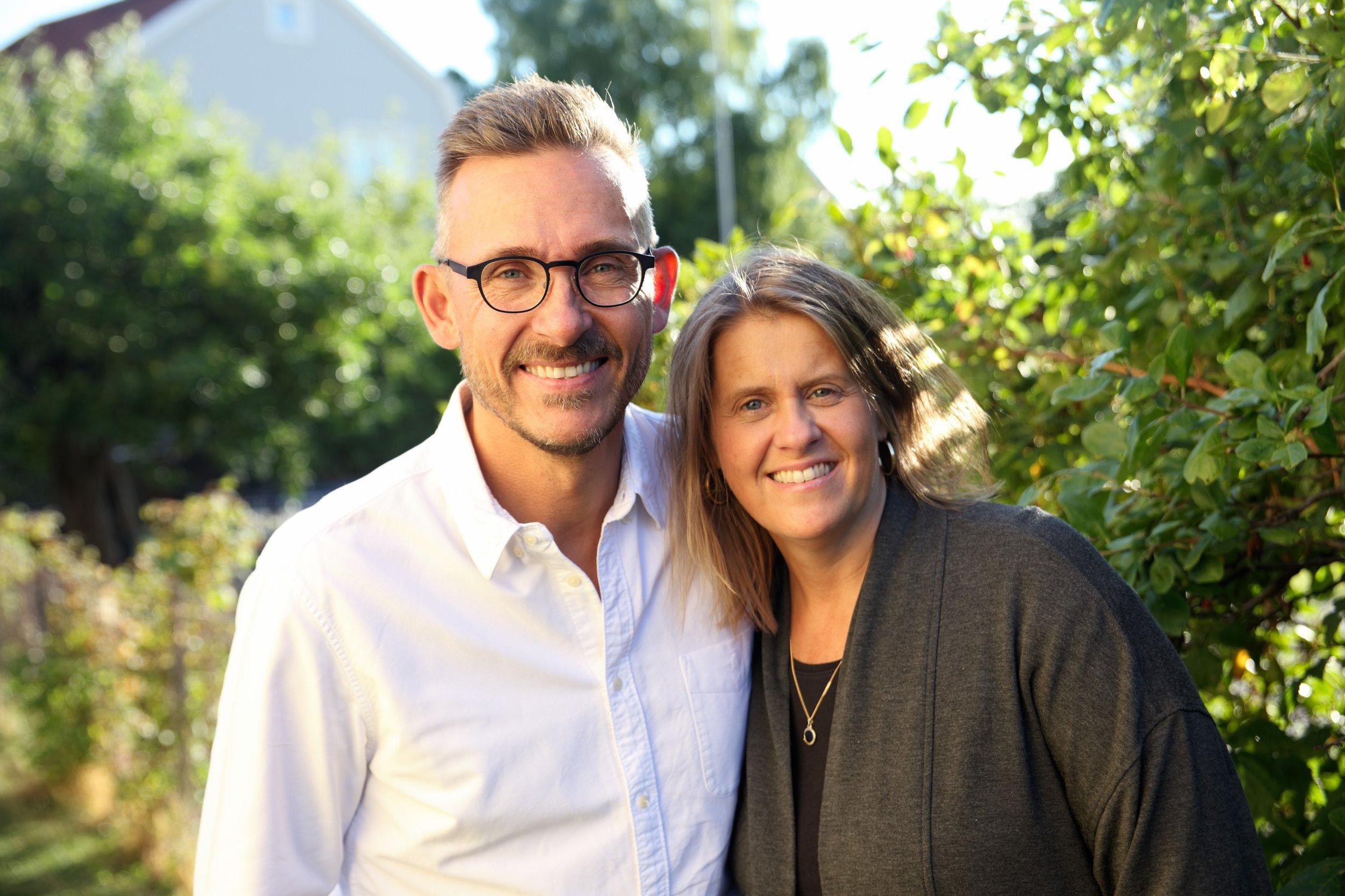 """Våra Pastorer - Per-Johan och Ulrica Stenstrand har tjänat Lifecenter sedan starten år 2000.""""Det är en verklig förmån för oss att vara pastorer i Lifecenter. Hela det team av människor som vi får göra kyrka med varje dag inspirerar oss framåt. Lifecenter är drömmen om en kyrka där våra barn skulle kunna trivas och växa i sin tro. Våra barn som nu är vuxna och gifta: Robert med Amanda, Victoria med Luke fortsätter drömma samma dröm."""""""