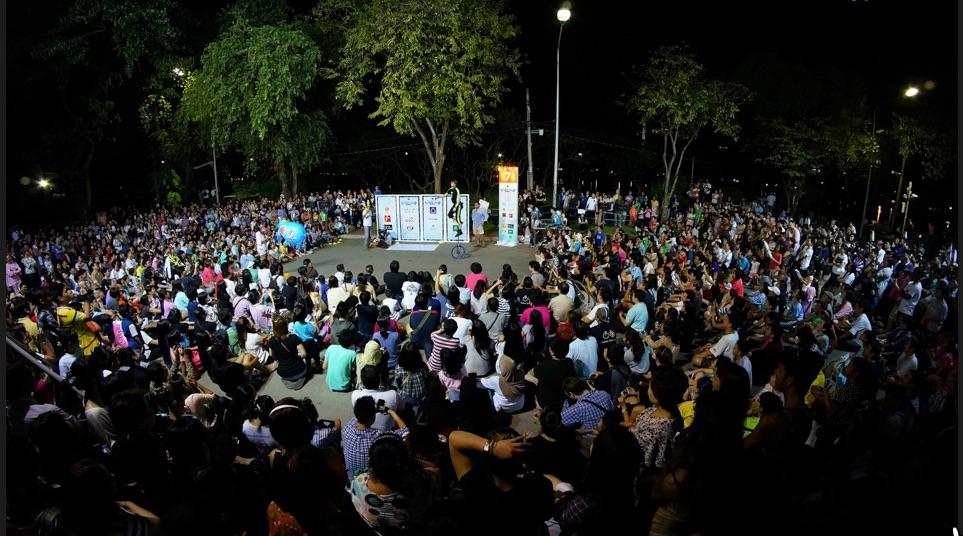 Bangkok crowdshot.jpg