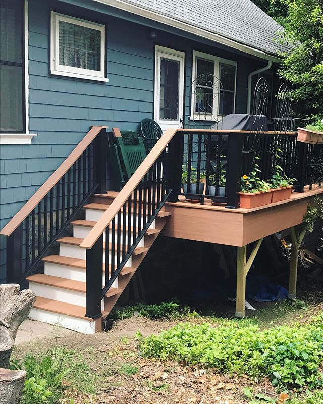 Remember that work-in-progress deck we showed you a few weeks ago?! IT IS COMPLETE, and looks beautiful. 👀👏⭐️ . . . . #carpentry #carpentryskills #homerenovation #porch #porches #homedeco #carpenter #woodwork #woodworking #contractor #bostonhomes #woodcraft #handcrafted #builders #designer #bostoncontractor #bostoncontractors