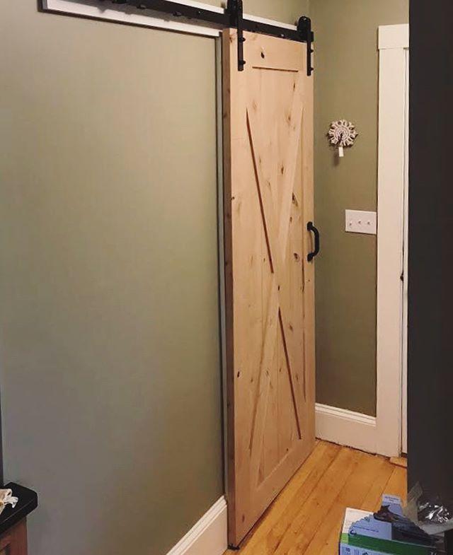 Things we love: a custom sliding barn door. 🚪🙌🏻💯 . . . . . . . . #barndoor #carpentry #carpenter #carpentryskills #customcarpentry #carpentrylife #carpenterlife #carpenters #customdoor #customdoors #interiorcarpentry #carpentersunion #woodendoor #woodendoors #woodworking #woodworkshop #slidingbarndoor