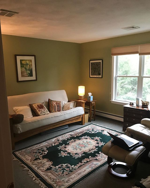 There is nothing like a fresh coat of paint (or several) to brighten up a room. Though we might be a bit biased...#precisionpainting is kind of our thing 🤗✨And for anyone wondering, @benjaminmoore is our forever not-so-secret sauce. 👏 . . . . . . . . #interiorpainting #bostoncontractor #contractorsofinsta #contractorsofboston #transformationtuesday #paintjob #paintjobs #freshpaint #paintingtechniques #homeimprovement #benjaminmoorepaint #interiorcolor #interiorcolors #weshowup #interiorpaintingtips #bestofboston #bostonhomes