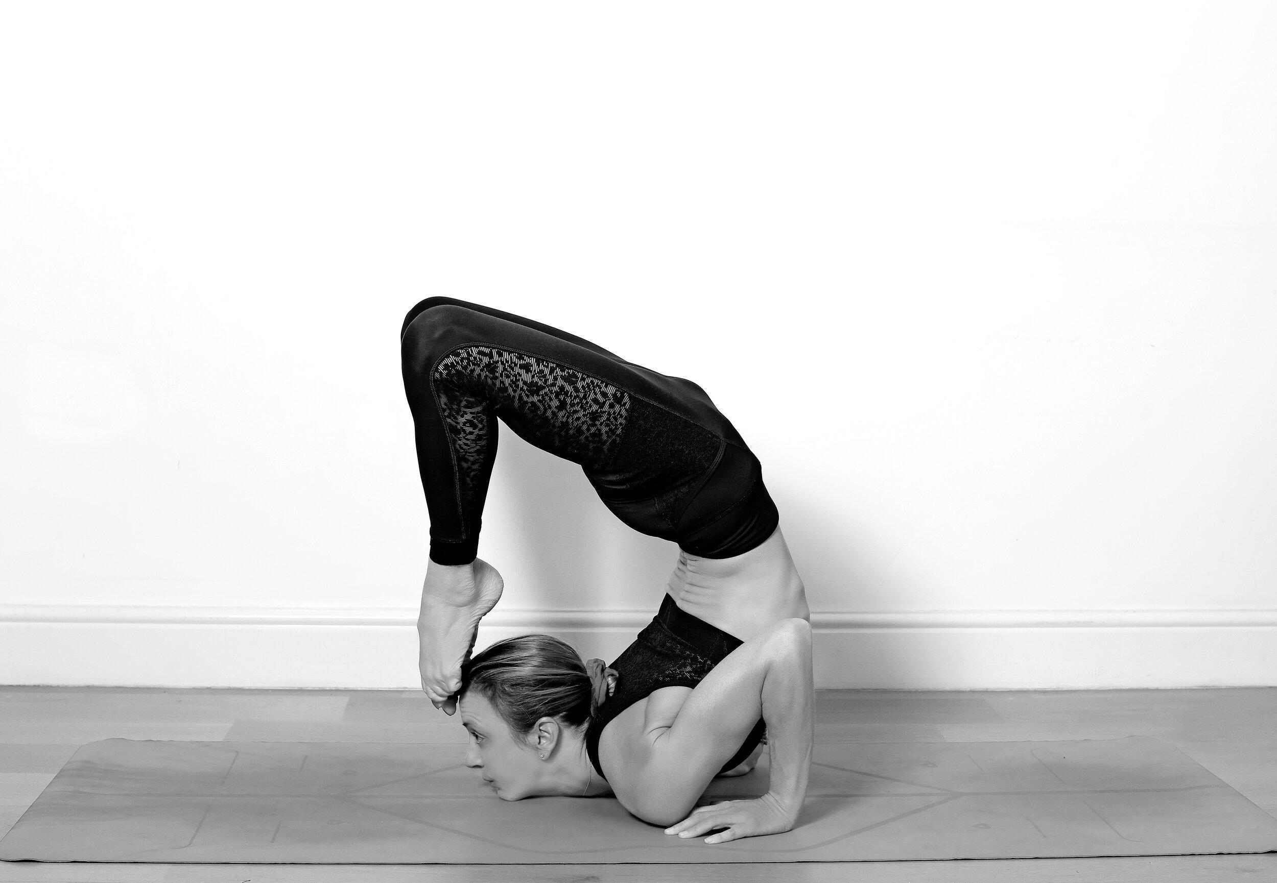 Alix Yoga 23-09-19-73 BW.jpg