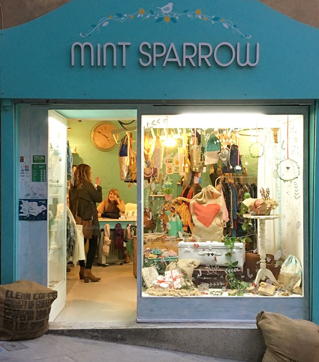 Mint Sparrow in Valetta, Malta is a one-stop-shop for all your souvenir needs. All items made by local artists including darling jewelry, bags, small ceramic dishes and more! Loved meeting the owner and chatting about her business. #yesway! #yeswaytravel #malta #valettamalta #valettaaccessories #mintsparrow #mintsparrowshop #shoplocal #shopwomanowned #womenownedbusiness #womenowned @mint_sparrow