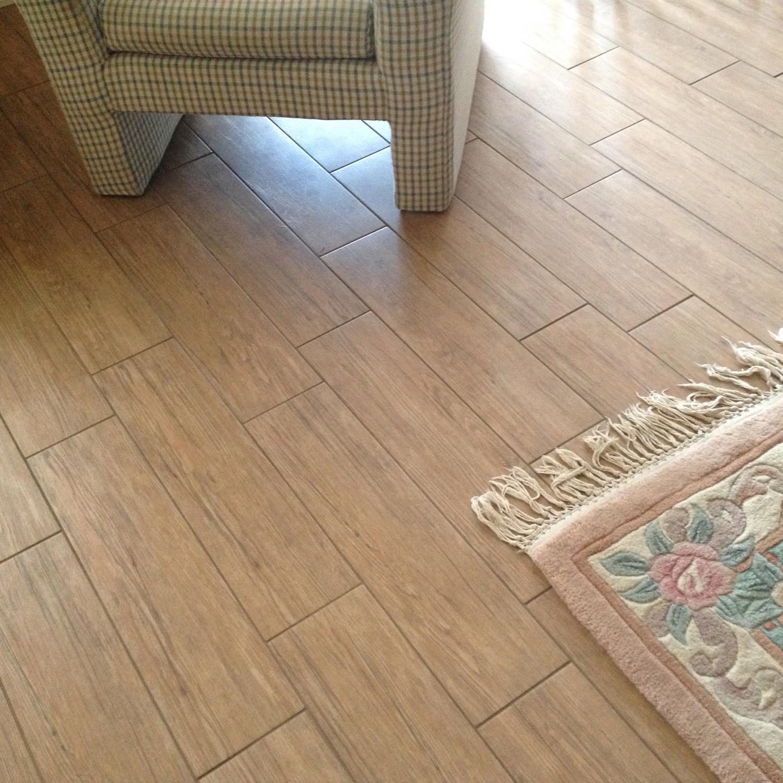wood-porcelain-tile-in-living-rooms-3.jpg