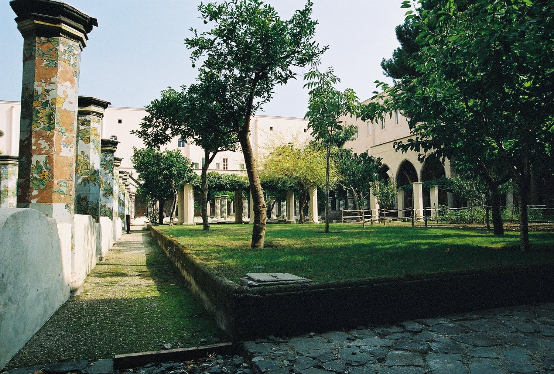 santa-chiara-cloister-garden-1.jpg