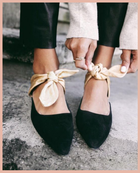 I'm obsessed with knotted details right now, whether on blouses, pant hems or shoes. These shoes worn by Sincerely Jules are right up my alley (image via).