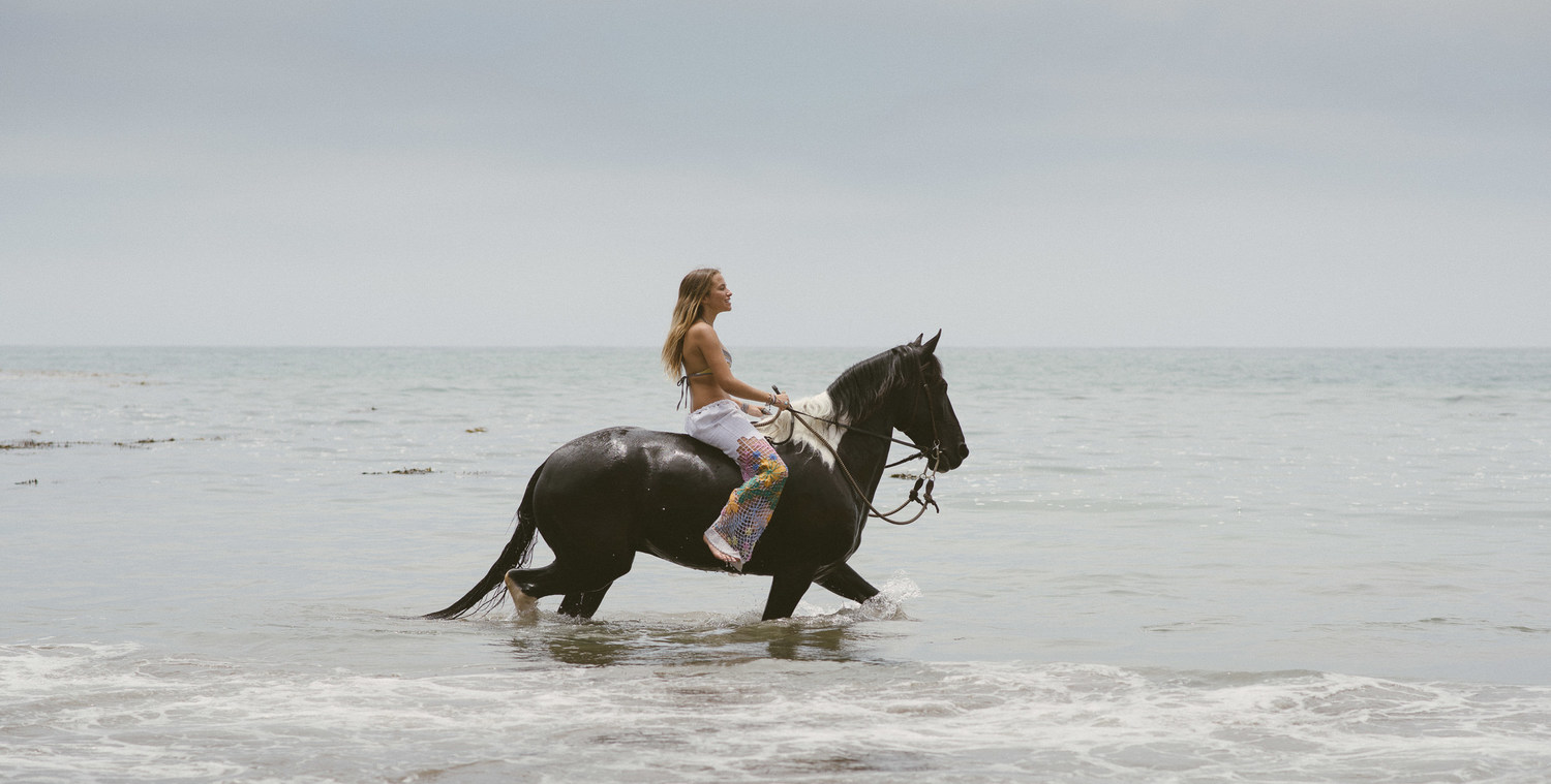 horseback-riding-on-the-beach-in-los-angeles